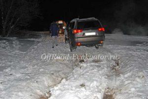Застрял в снегу эвакуатор Москва